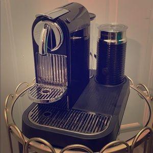Nespresso Coffeemaker & attached Milk Frother. ☕️